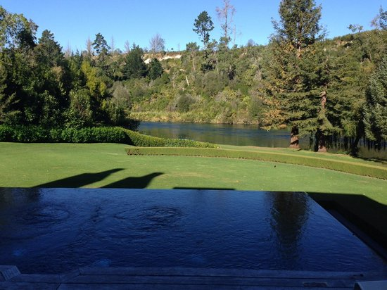 Huka Lodge: View from the terrace across the heated infinity pool