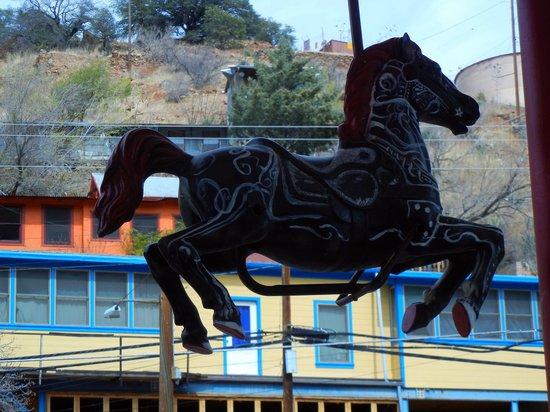 Screaming Banshee Pizza: Carousel horse outside Screaming Banshee