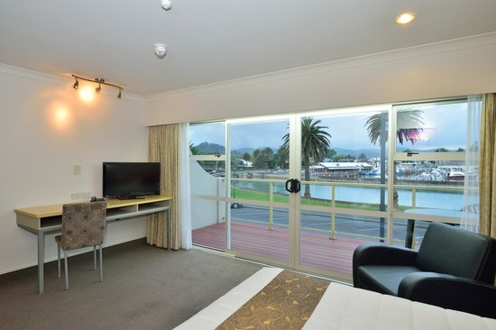 Senator Motor Inn: View from upper level room over the river and harbour basin