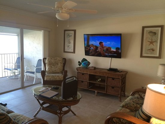 Sanibel Siesta on the Beach: living area of our unit