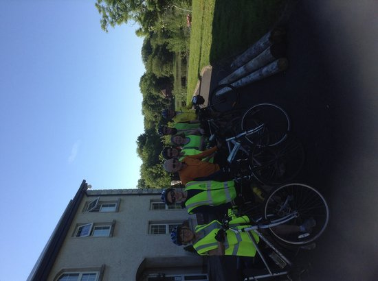 Kingfisher Trail Cyclists leaving Leander Lodge