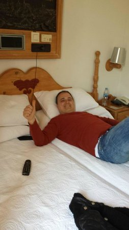 Carlos V Hotel: La habitación muy cómoda.