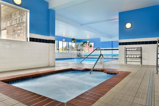 Comfort Inn and Suites Kent: Indoor Heated Pool and Hot Tub