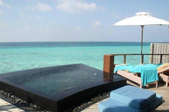 Constance Halaveli: fantasic water villa!