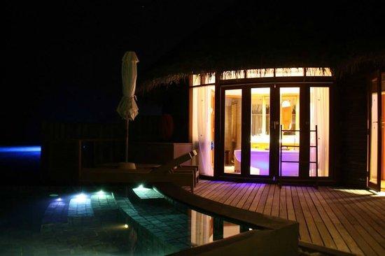 Constance Halaveli: Water villa at night