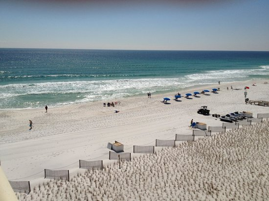 Four Points by Sheraton Destin- Ft Walton Beach: East corner suite on the beach