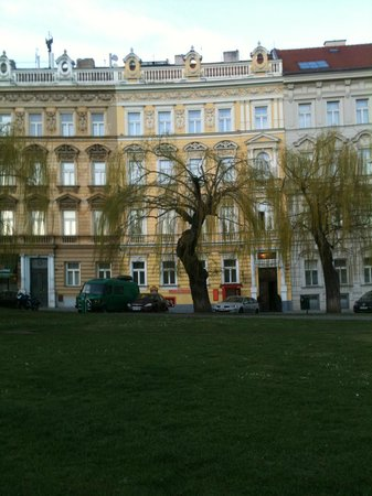 Hotel Trinidad Prague Castle: View from the tram stop