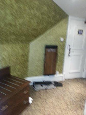 BEST WESTERN Motherwell Centre Moorings Hotel: trouser press in room
