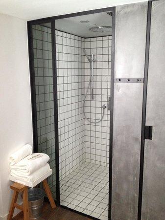 Residence G Hong Kong (by Hotel G): Rain shower