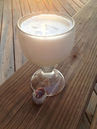 Lands End - Ocean Front Lodge: Ryan's Piña Colada and a hermit crab