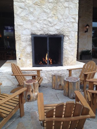 Outdoor area (outside of the restaurant & lounge)