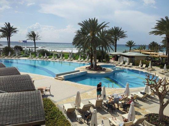 Constantinou Bros Athena Beach Hotel: Pool view