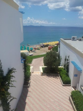Mitsis Family Village Beach Hotel: Excellent views on way to beach