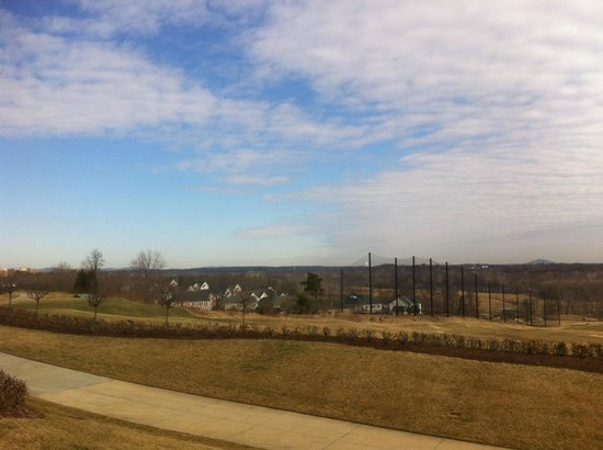 Lansdowne Resort and Spa: Vista dos campos de golfe