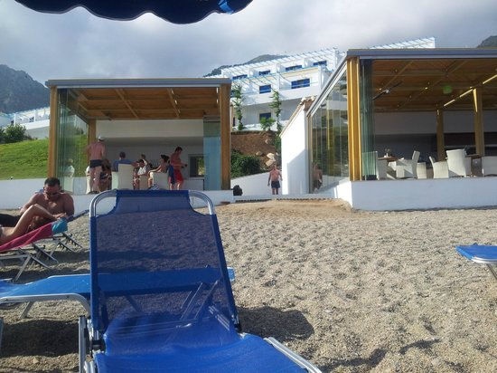 Mitsis Family Village Beach Hotel: Beach bars part of all inclusive.