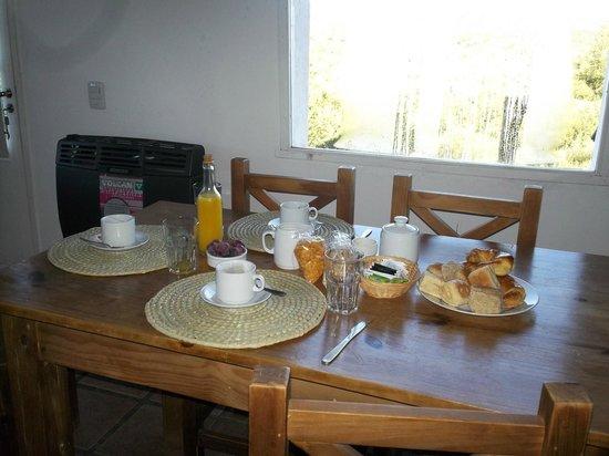 Dos Aguas: Desayuno entregado en la cabaña