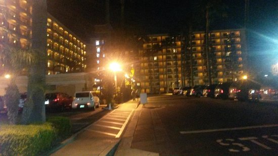Fairfield Inn Anaheim Resort: Hotel View from the street entrance at night