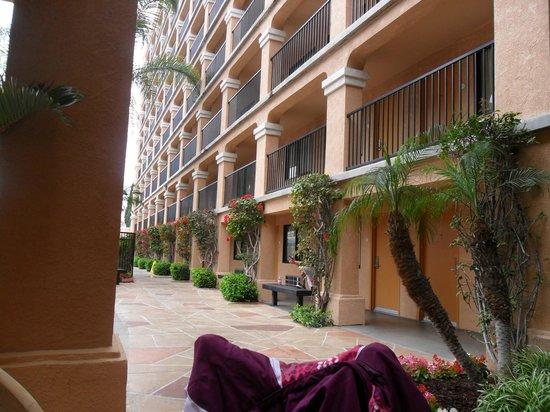 Fairfield Inn by Marriott Anaheim Resort: View from main entrance