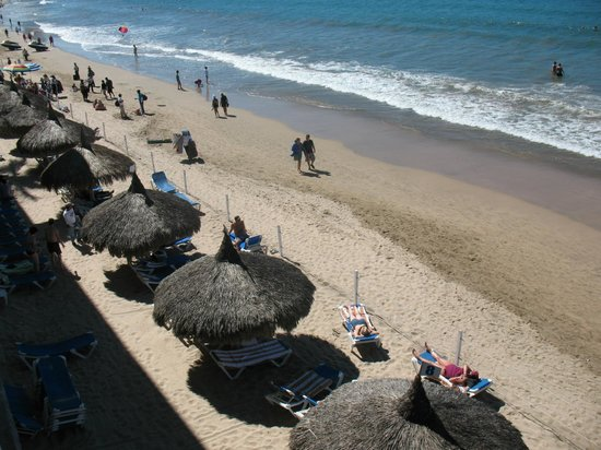 El Cid Castilla Beach Hotel: Palapas on the beach