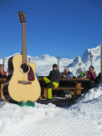 Hotel Restaurant Schwarzsee: Listening to live music