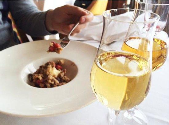 Peller Estates Winery Restaurant : Apple Cranberry Crumble