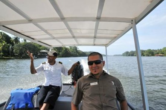 Hotel Manatus: Captain Oscar with Sergio Guide