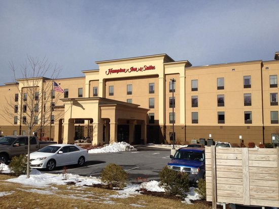 Hampton Inn & Suites Woodstock: Main entrance....
