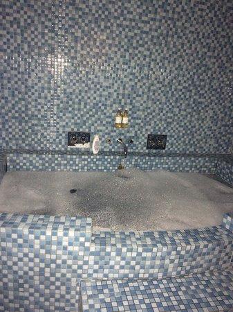 Hotel Pelirocco: Kraken's lair bath