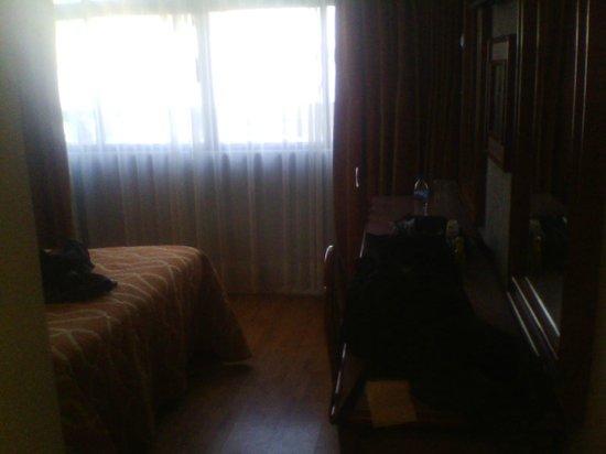 Hotel Cuba: Ventanal grande y entra suficiente luz.