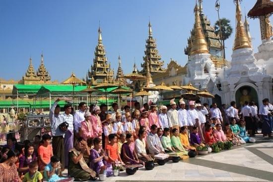 Pagode Shwedagon : novation ceremonies