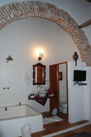 Alfiz Hotel: Banheiro do meu quarto