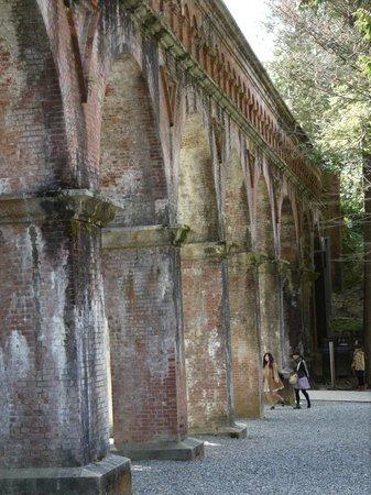 Nanzen-ji Temple: 南禅寺境内水路閣境内側
