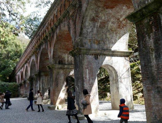 Nanzen-ji Temple: 南禅寺境内水路閣山側