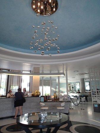 La Mer Deluxe Hotel, Spa Resort & Conference Center : lobby