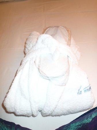 La Mer Deluxe Hotel & Spa: bathrobe