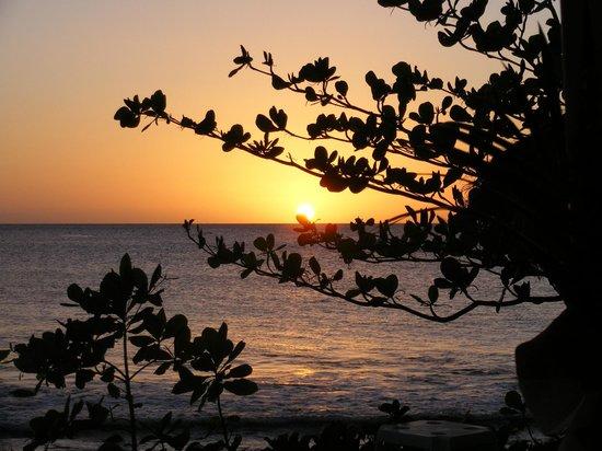 Windjammer Landing Villa Beach Resort: Sunset from beach