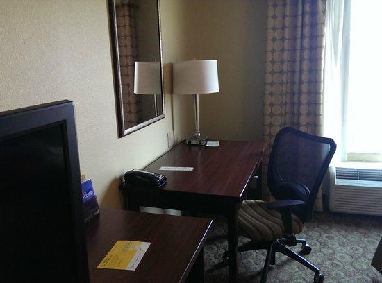 La Quinta Inn & Suites Dickinson: Desk