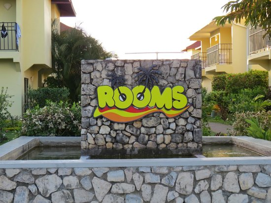 SuperClubs Rooms on the Beach Negril : front hotel