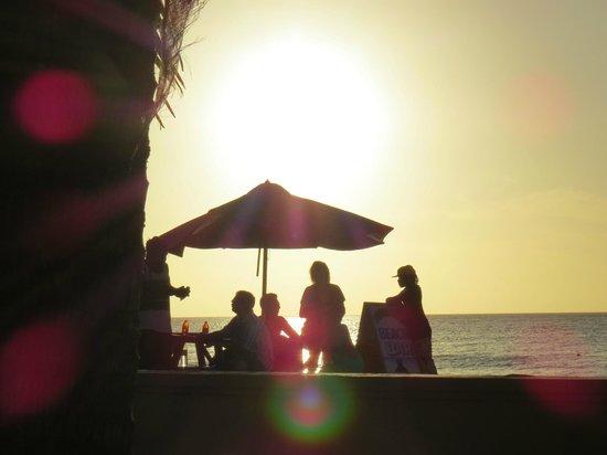 SuperClubs Rooms on the Beach Negril: Myrna's beach side bar