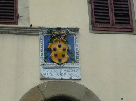 Ognissanti: The Medici coat of arms