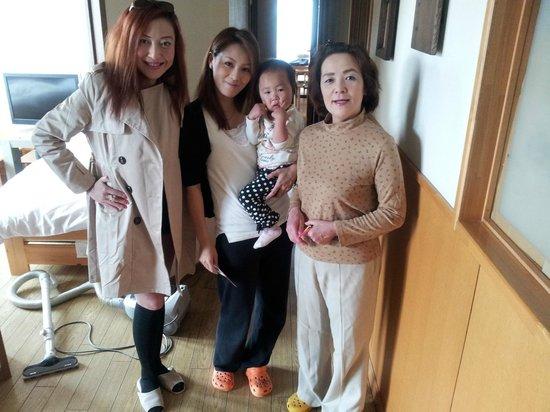Minshuku Cress: Photo with the Host