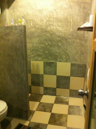 The Picturebook Guesthouse: Open shower