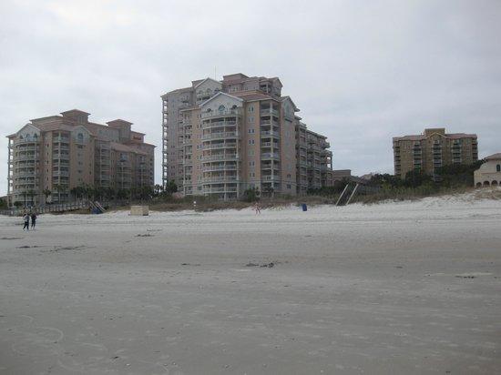 Marriott's OceanWatch Villas at Grande Dunes: Oceanfront building