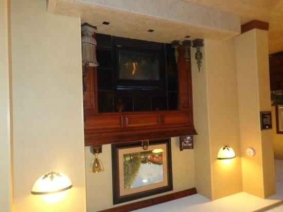 Homewood Suites by Hilton Portland : sitting area near lobby