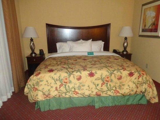 Homewood Suites by Hilton Portland: bed