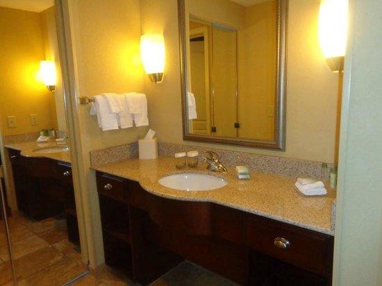 Homewood Suites by Hilton Portland: bathroom