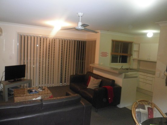 Cascade gardens holiday apartments 2018 prices reviews photos surfers paradise apartment for Cheap 2 bedroom apartments gold coast