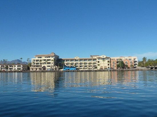La Mision Loreto: The hotel taken from the water