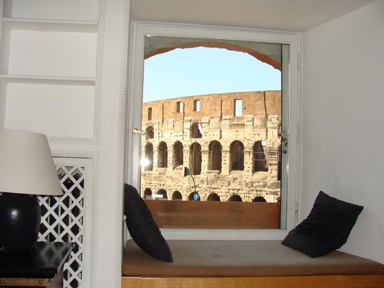 Relais No9 Colosseo: Looking out our hotel window