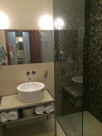 Mosaic House: Banheiro